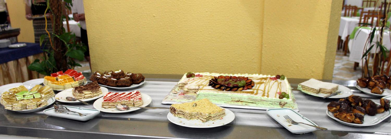 десерты на столе