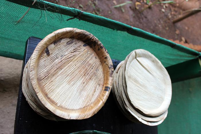 тарелки из банановых листьев