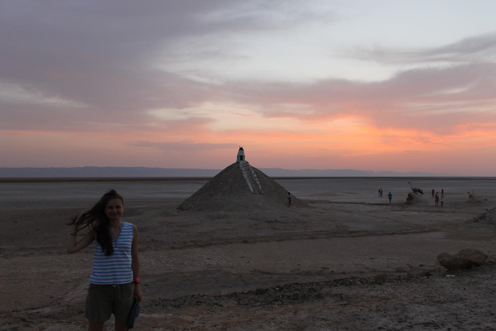 строение в пустыне