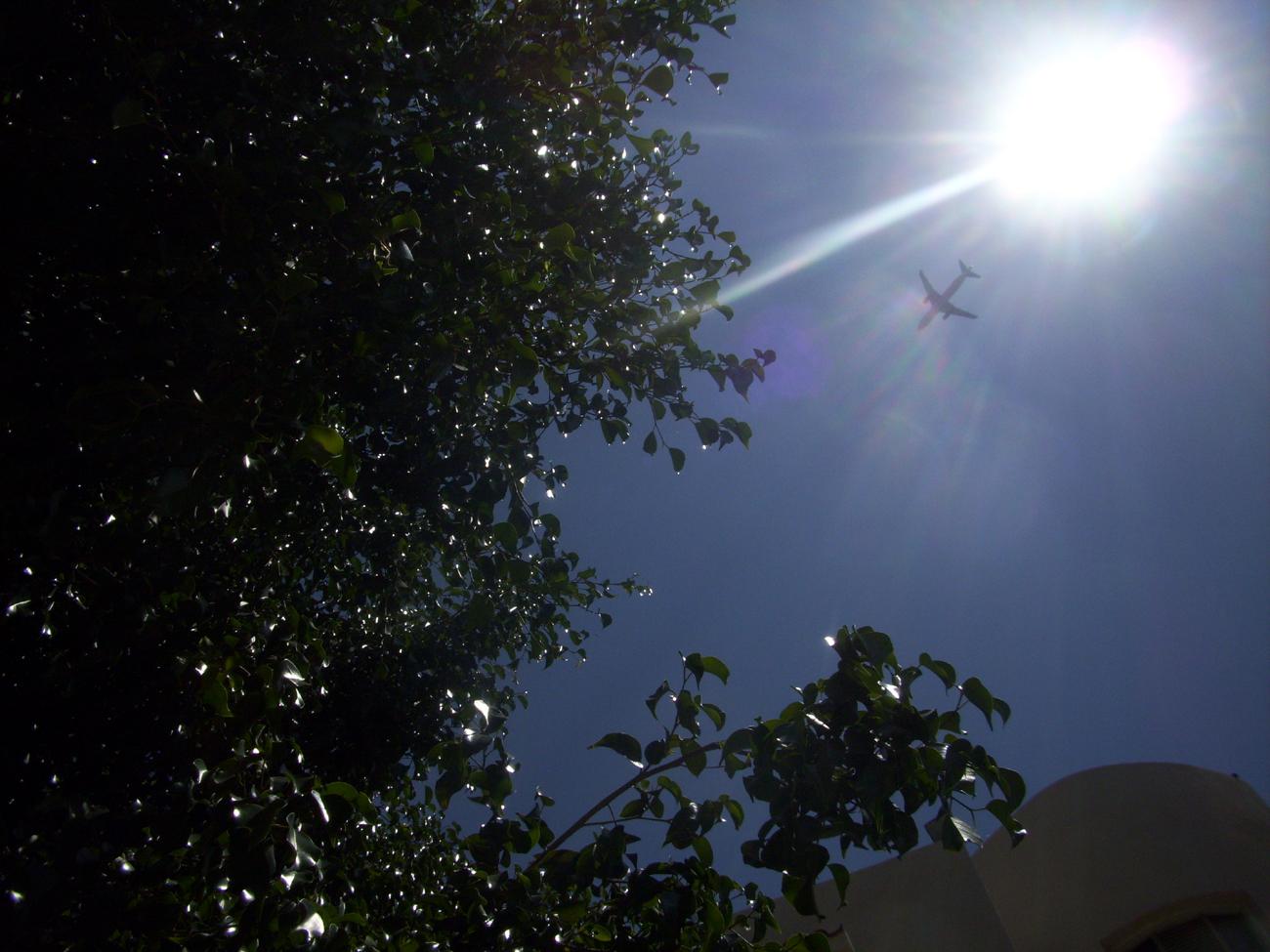 самолёт и солнце