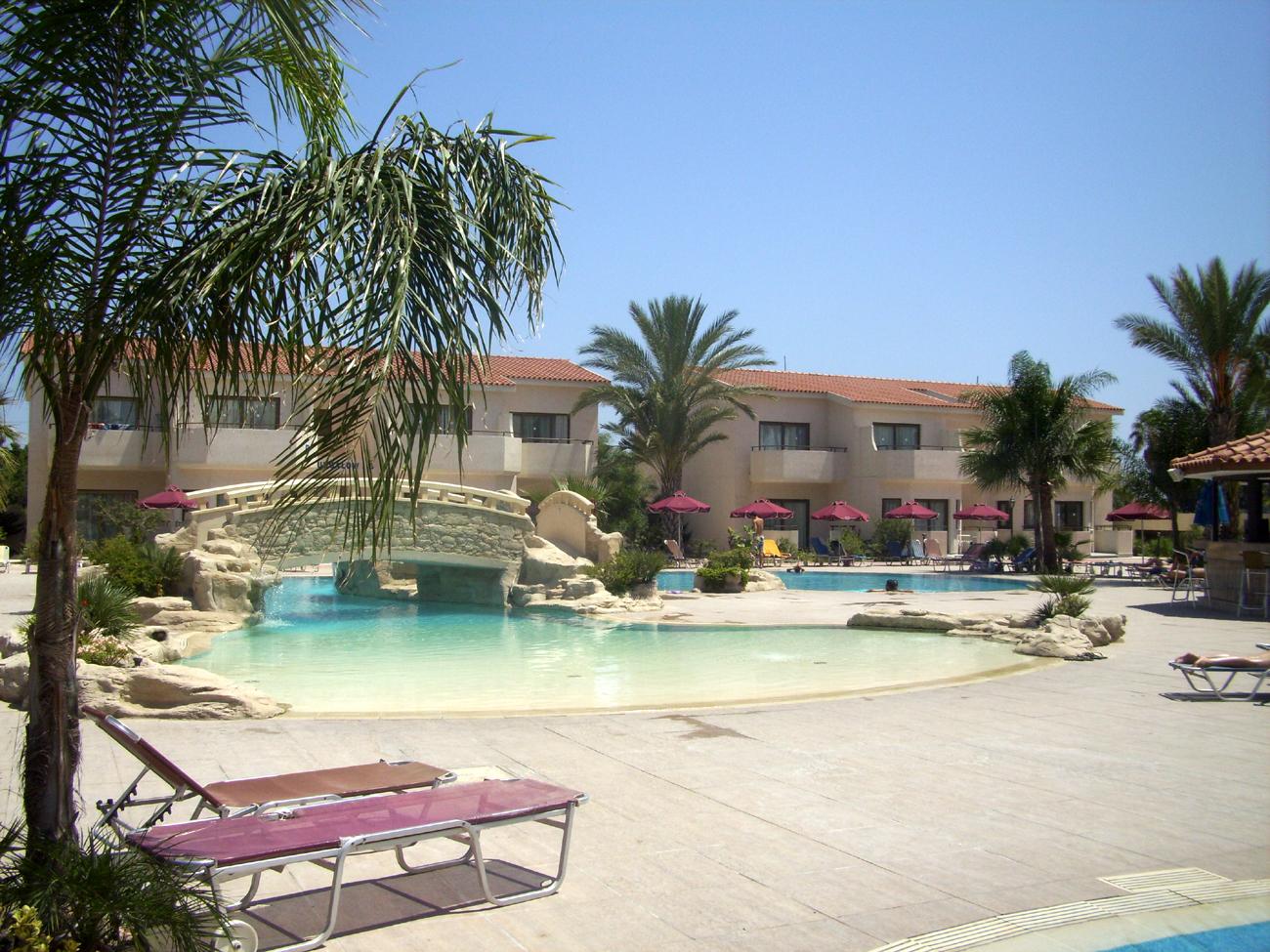 бассейн в отеле хенипа