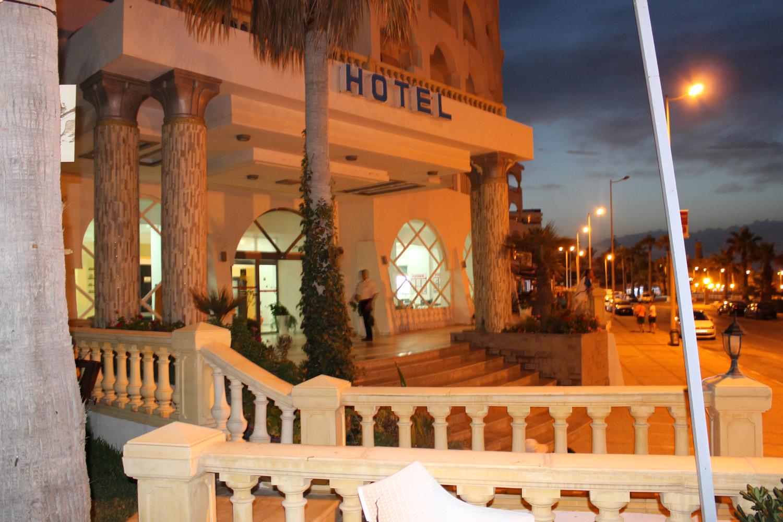 крыльцо отеля
