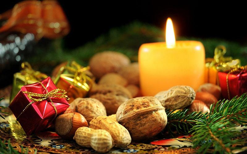 свеча и орехи