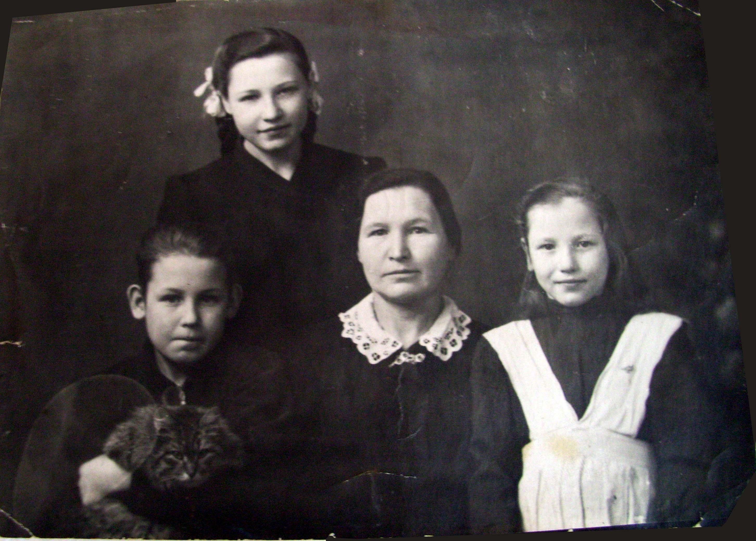 мать и дети после войны