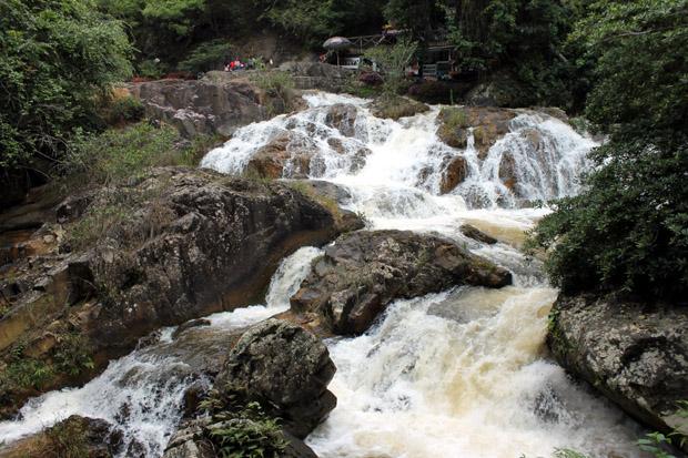 далат потоки водопада