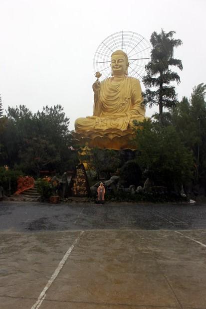 далат статуя золотого будды