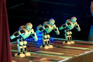 роботы кланяются
