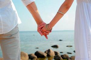 держатся за руки