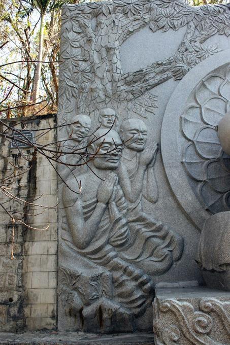 монахи пагоды лонг шон нячанг