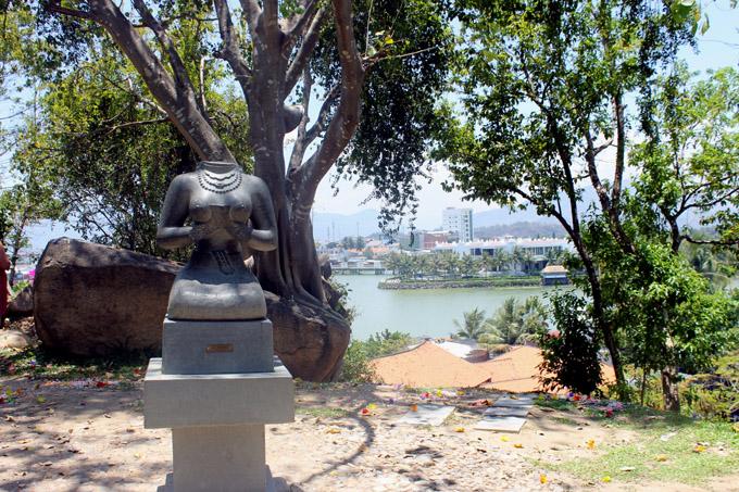 статуя богини нячанг