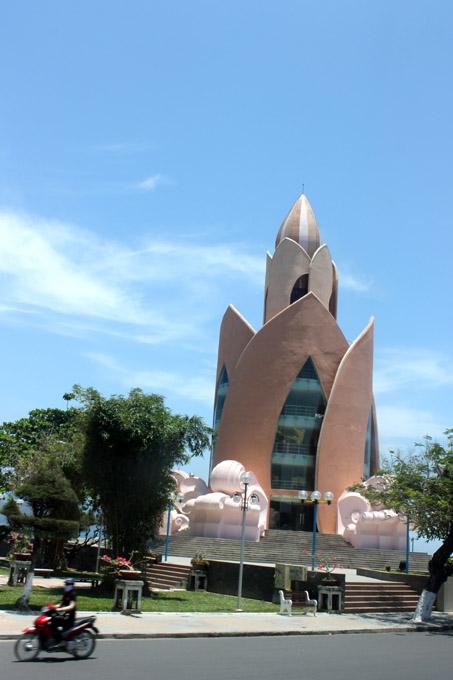 здание в виде лотоса вьетнам